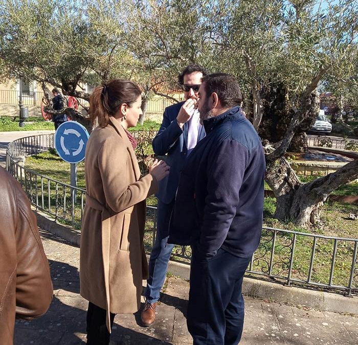 El Alcalde de Montejo, Don Ismael Martín con la directora general de comercio